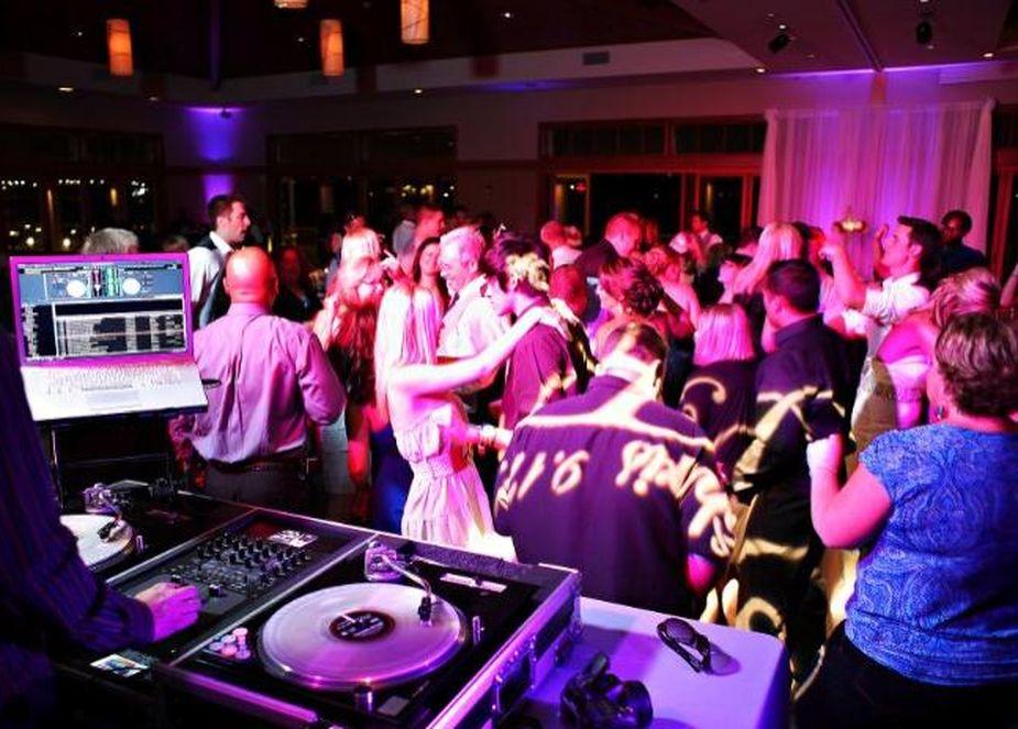 วิธีการจอง DJ Entertainment สำหรับกิจกรรมพิเศษของคุณ