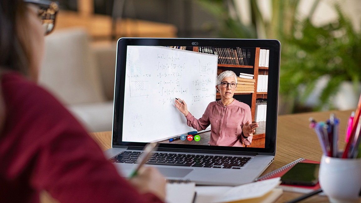 ประโยชน์ของการศึกษาออนไลน์สำหรับคนวัยทำงาน